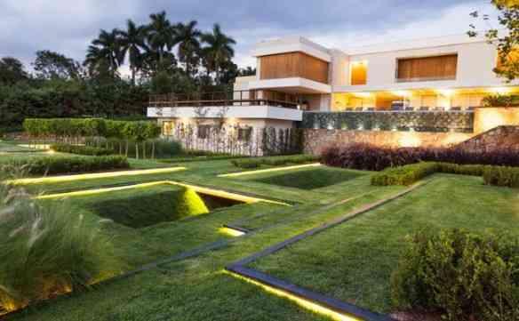 Quem me contou sobre esta beleza de projeto casa/jardim, foi minha queridíssima amiga Lupi Moreira, que sabe tudo sobre belezas...