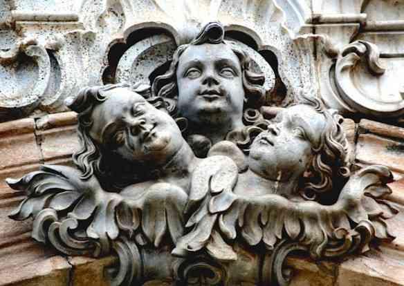 """Uma das """"rochas"""" que compõe nosso patrimônio histórico e o tema deste livro... Esta em forma de anjos!"""