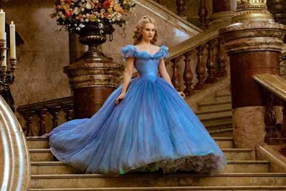 Close no vestido apoteótico que Cinderella abafa no baile!