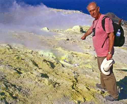 ESte é Antonio Gilberto Rocha, geólogo primoroso e grande escritor, que nos deu este livro primoroso!