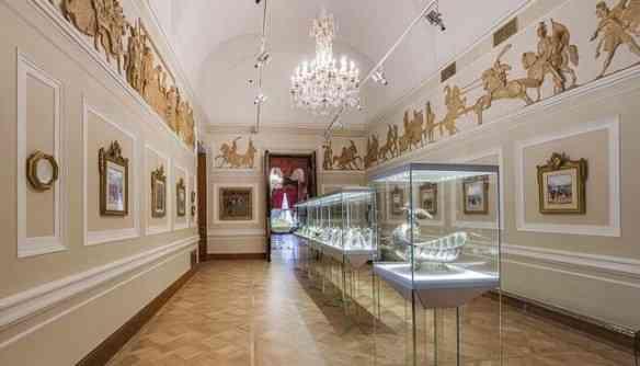 E que incluem a maior coleção de ovos Fabergé do mundo: São 21, no total, sendo 9 imperiais!