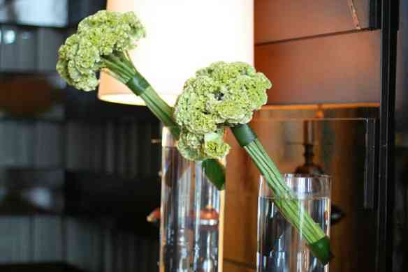 four-seasons-hotel-hong-kong-flowers