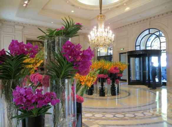 original_Four_Seasons_Paris_Review-Beautiful_Lobby_Flowers