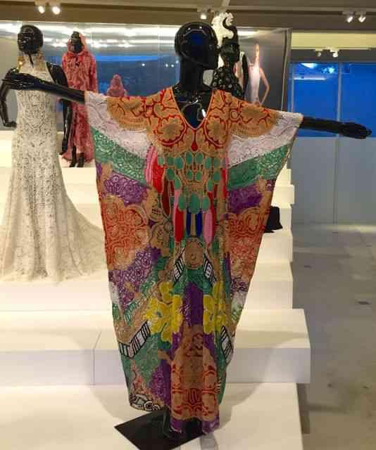 Esta túnica é renda Renascença assinada pela rainha da cor, Adriana Barra!