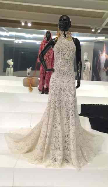 "Este look lindo é by Samuel Cirnamsck feito de renda irlandesa pelo ""Grupo Divina Pastora"", de Sergipe!"