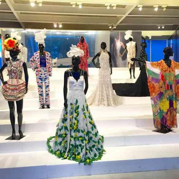 """Preciosa mas concisa, """"Renda-se"""" é uma exposição imperdível para todos os que curtem o """"mundo fashion""""!"""