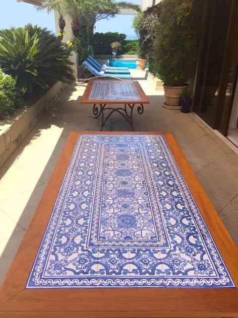 Este post começou quando conheci este par de mesas lindos...