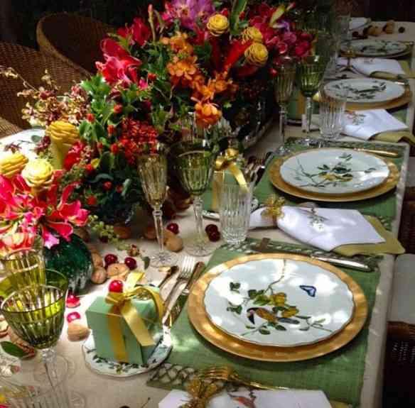 Vejam que divina esta mesa com a porcelana Pássaros do Brasil: Sou apaixonada, cada prato diferente do outro!