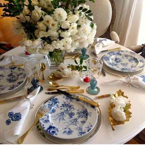 "Amei esta mesa super ""cozy""... Porcelana Terraço Azul pontificando!"