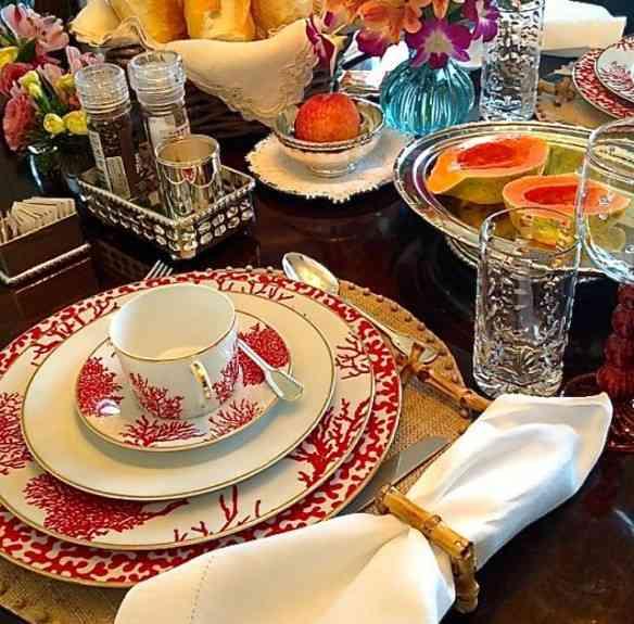Outra mesa de café da manhã, também linda, com a porcelana Corais do Brasil: Mara!