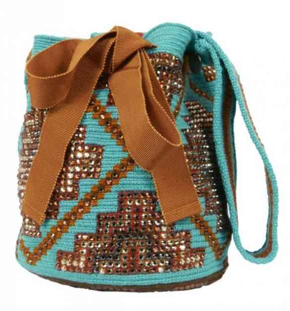 Eis a cereja da cereja: mochilas regiamente costumizadas...