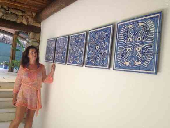 Viannita, como Picasso, começou pela fase azul ao interpretar a azulejaria lusa do século XVIII.
