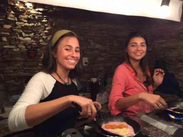 Patrícia e as chefs maravilhosas que fazem as melhores tapiocas que conheço!