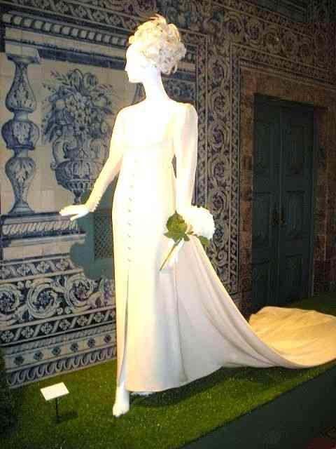 Nada mais elegante e saido da prancheta de Hubert de Givenchy!
