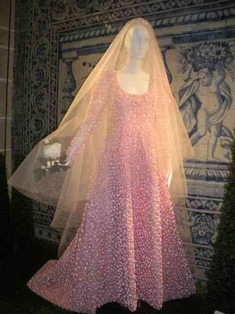 De novo Givenchy: adoro noiva de rosa!
