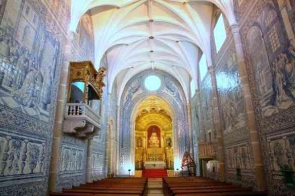 A linda igreja dos Lóis e seus extraordinários azulejos de 1711: demais!