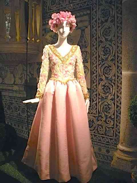 Muito Givenchy anos 80: lindo e original!