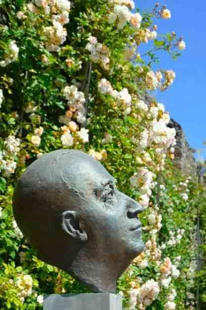 Christian Dior em seu divino jardim!
