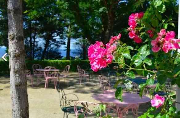 O recanto do jardim delicioso e extensão da casa de chá.