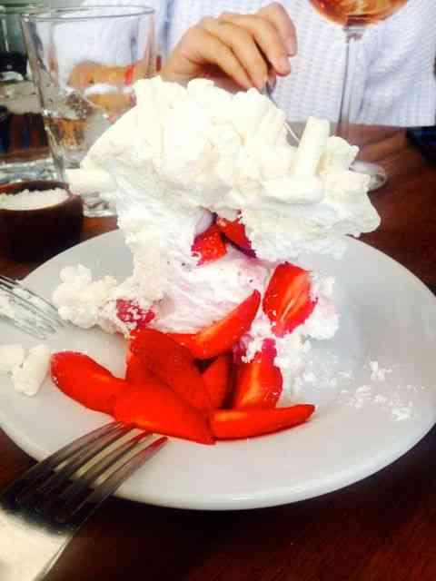 ... Sobremesa 2- Merengue de morangos. Como diria o outro, nada fala melhor que uma boa imagem!