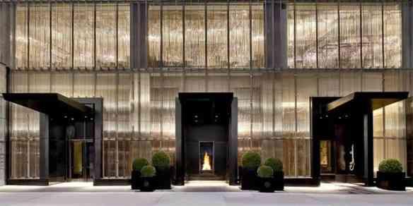 Eis a linda fachada do primeiro Hotel Baccarat, recém inaugurado em NYC!