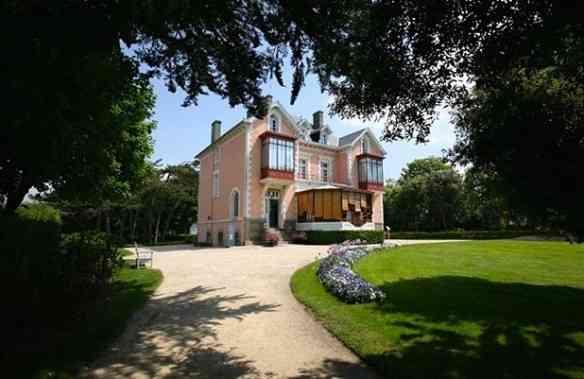 Eis o lindo Museu Dior, em Granville na Normandia!