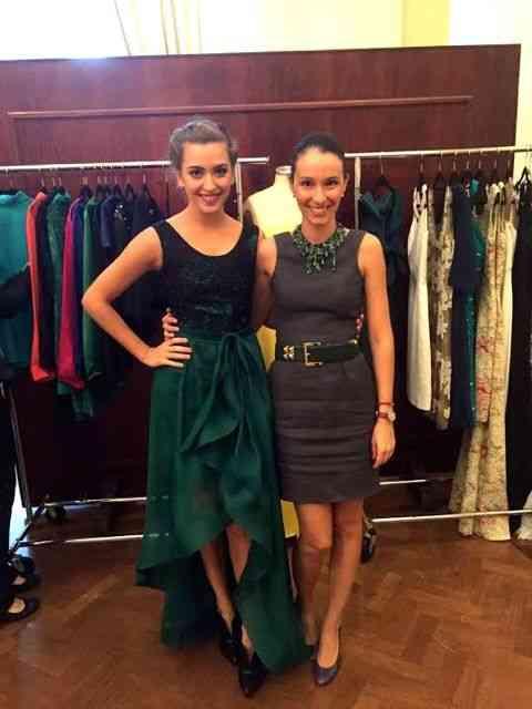 """Aqui Maria recebe a atriz Juliana Boller no seu """"backstage""""..."""
