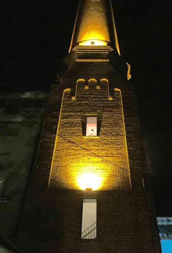 """Eis o lindo prédio do """"El Cochinero""""..."""