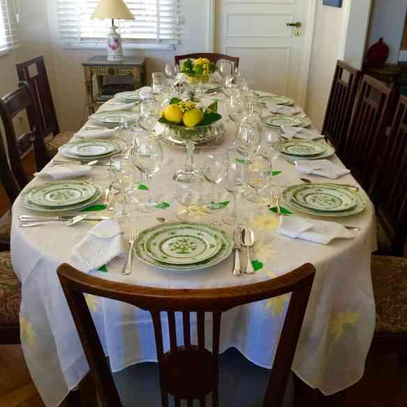 Esta é a mesa principal, muito bem arrumada!