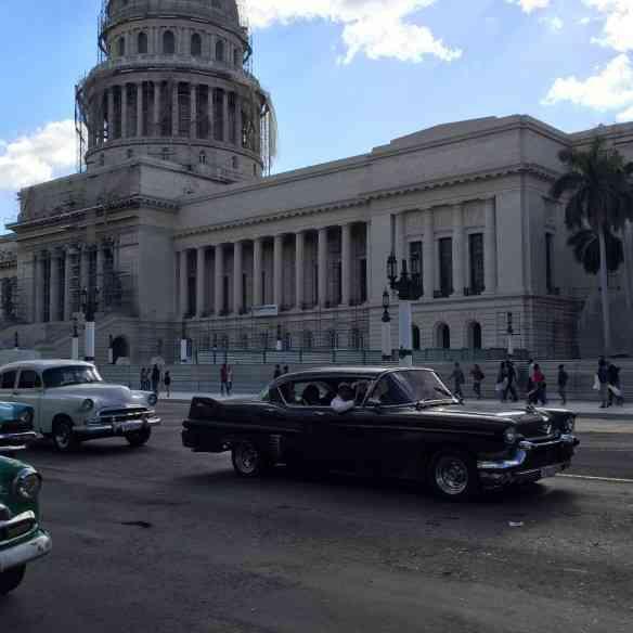 O lindo Capitólio cubano, na entrada de Havana Velha.