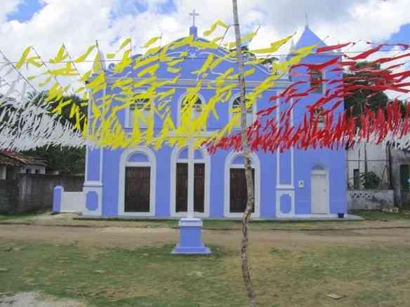 A graciosa igreja da vila de São Sebastião da Cova da Onça, em Boipeba na Bahia: inspiração!