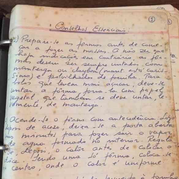 Página 1 do caderno de receitas de minha mãe, para mim um embarque no túnel do tempo...