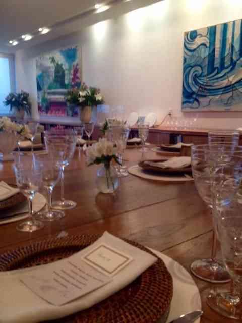 Detalhe da mesa super bem posta e com toda criatividade!