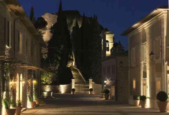 Vejam que esplendor o hotel à noite: feérico!