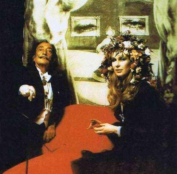 """Salvador Dali no baile surrealista, logicamente: a classe artistica pontificou em """"Ferrières"""" de MH!"""