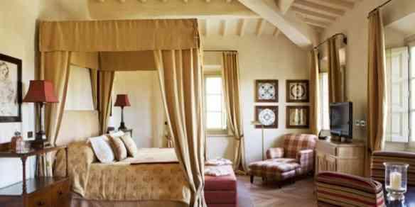 """Eis um dos quartos do """"complexo"""" de Castiglion del Bosco... Cada quarto tem seu próprio """"look"""", como se fosse numa casa de campo!"""