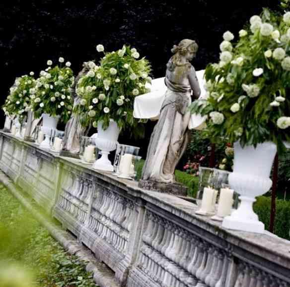Para irmos entrando no clima dos looks de suas festas: a arrumação das flores é um dos seus talentos... Vejam que lindas!