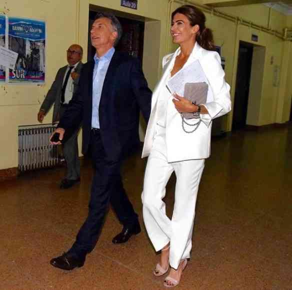 Com o marido, foto 2: indo pra um debate durante a campanha...