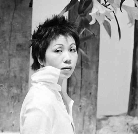 Eis Ken Okada, que faz camisas lindas como ela e com look contemporâneo: amei!