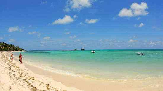 disfrutando-de-la-playa-cocoplum-chica1.jpg.1920x1080_0_14_10000