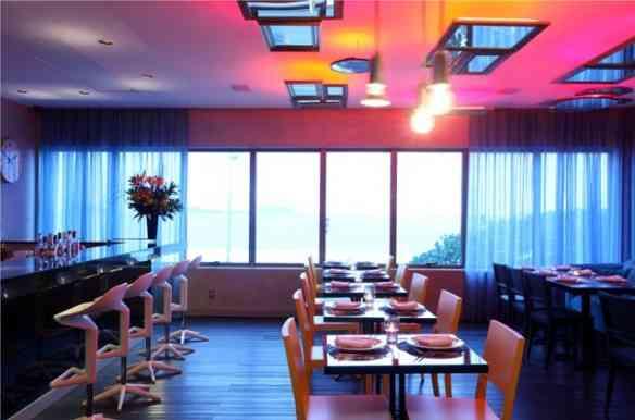 Pra um Natal moderno, um ambiente contemporâneo lindo, como o do Bar D'Hotel!