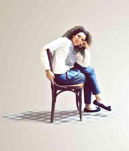 Esta é a linda e competente Sarah Beydoun que começou socióloga e acabou estilista: vocação pro sucesso!