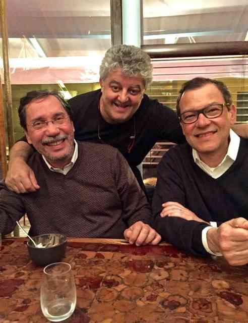 Os clientes Merval Pereira e Paulo Niemeyer com o bravíssimo Tonino... Foi uma noite muito feliz e nem era natal!