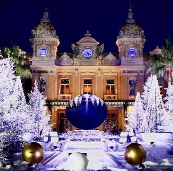 """Look"" natalino em Monaco: lindo!"