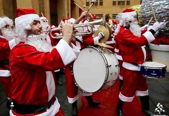 Banda de Papai Noel em Beirute: amei!!!!!