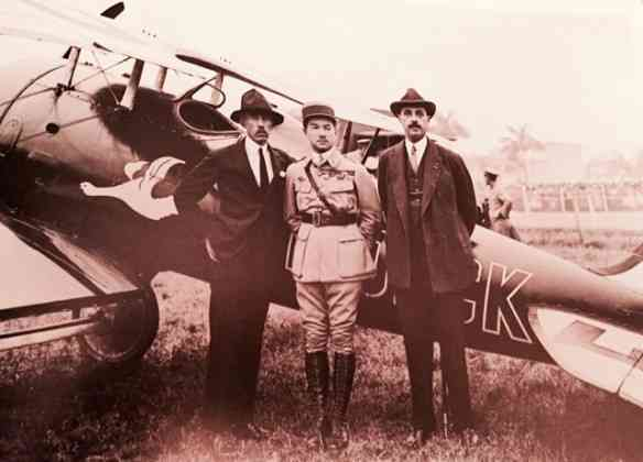 O grande Santos Dumont, o herói francês René Fonck, Lineu de Paula Machado e um avião ao fundo, logicamente,,,