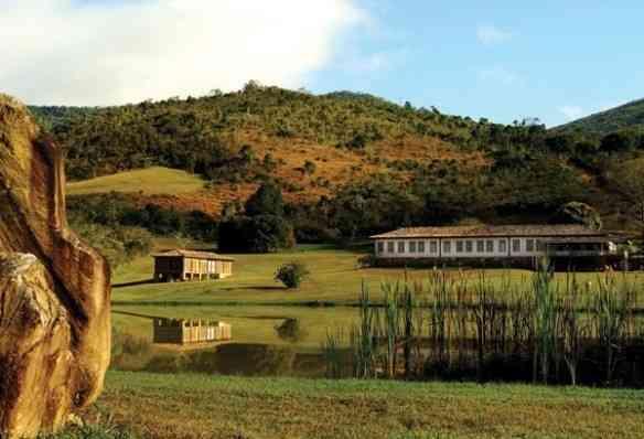 Entre as montanhas mineiras está o engenho que virou um lindo hotel de charme! Olhem que visual!