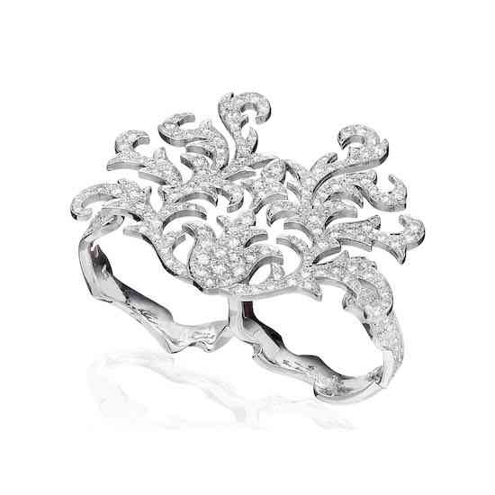 CZARINA_0001_LG1011010-II_Double-Finger-Ring-in-18K-White-Gold-with-White-Diamonds