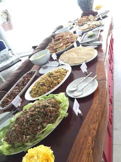 """Olha que divino o """"buffet"""" árabe da Regina!!!"""