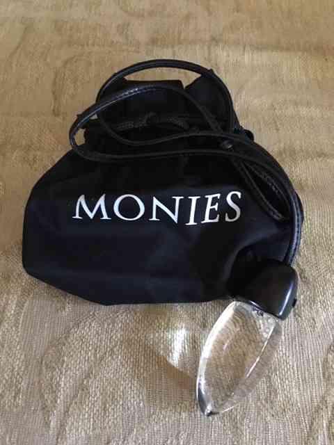 Eis o causador deste post: o colar que ganhei da loja parisiense da Monies... Amei!!!